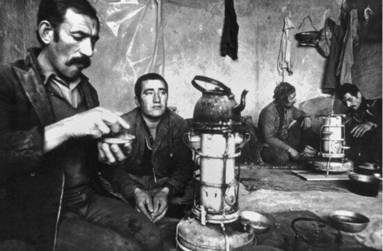 از گرمای تابستان تا سرمای زمستان: گوشهای از زندگی کارگران پیش از انقلاب