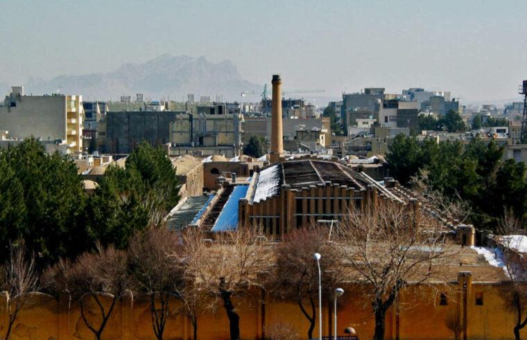 نگاهی به فیلم مستند «اصفهان در بوق کارخانهها»